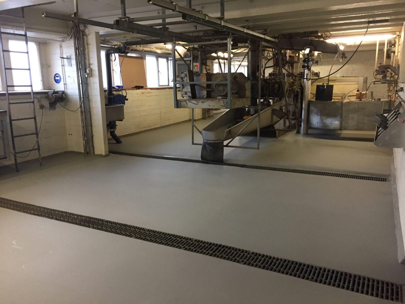 Epoxy Gietvloer Fabriek Industrie Belgie door Designfloors ( Adec Bouwchemie )