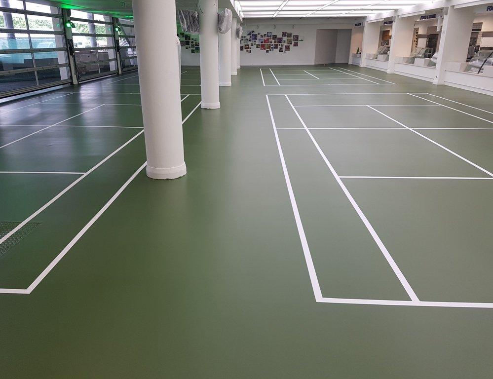 Groen epoxy coating met witte belijning